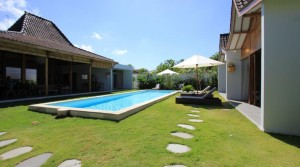 250 000 Euros – Villa 4 chambres à Batubelig (Réf: BATYVES)