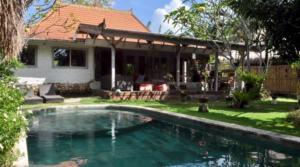115 000 euros – Villa 3 chambres à Nalayan/Batu Bolong (Ref : NELAYAN)